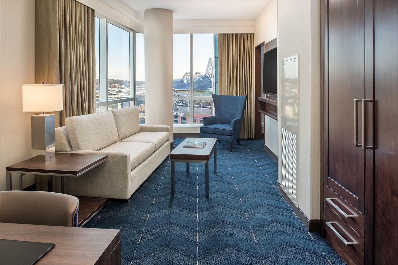 Embassy Suites Pioneer Square Photo